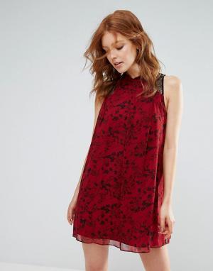 BCBG MaxAzria Коктейльное платье А-силуэта с кружевными вставками. Цвет: красный