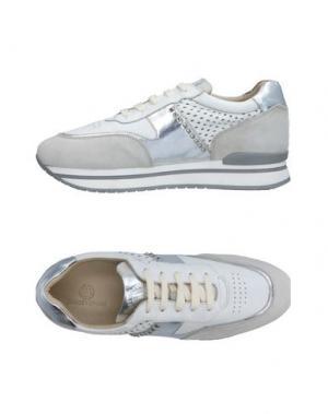 Низкие кеды и кроссовки JANET SPORT. Цвет: серебристый