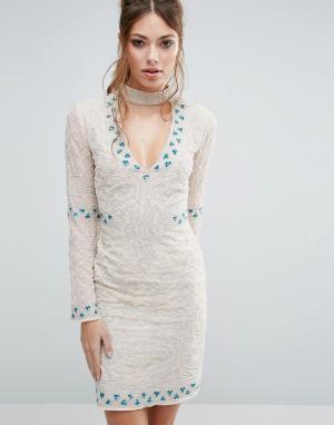 Frock and Frill Платье мини с горловиной-чокер и отделкой. Цвет: кремовый