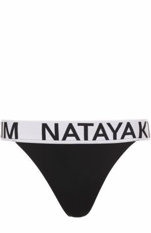 Плавки-бикини с контрастным логотипом бренда NATAYAKIM. Цвет: черный