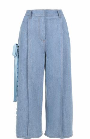 Укороченные джинсы с защипами и лентами Fendi. Цвет: голубой