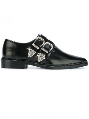 Туфли с пряжками и заостренным носком Toga Pulla. Цвет: чёрный