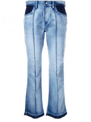 Укороченные джинсы-клеш Astraet. Цвет: синий