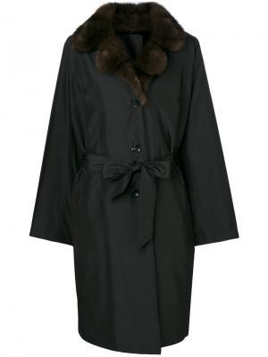 Пальто с поясом и меховым воротником Liska. Цвет: чёрный