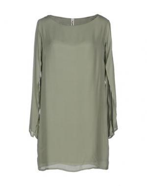 Короткое платье MICHAEL DASS. Цвет: зеленый-милитари