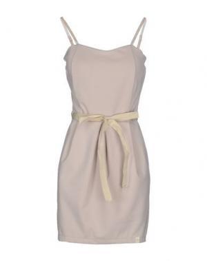 Короткое платье RISSKIO. Цвет: бежевый
