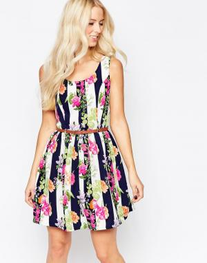 Iska Приталенное платье с цветочным принтом и поясом. Цвет: мульти