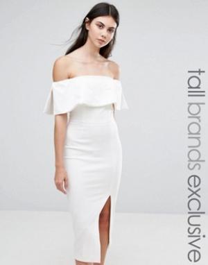 Taller Than Your Average Платье-футляр миди с вырезом лодочкой и большой оборкой TTYA Kalorise. Цвет: белый