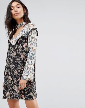 Boohoo Платье с чокером и эклектичным цветочным принтом. Цвет: мульти