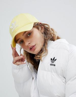 Adidas Originals Желтая кепка с логотипом adicolor. Цвет: желтый
