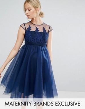 Chi Maternity Платье на выпускной для беременных с вышивкой London. Цвет: темно-синий