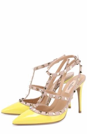 Лаковые туфли Rockstud с ремешками Valentino. Цвет: желтый