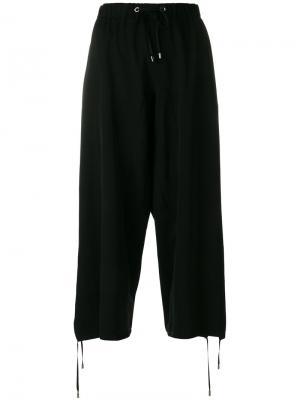 Укороченные спортивные брюки Wunderkind. Цвет: чёрный