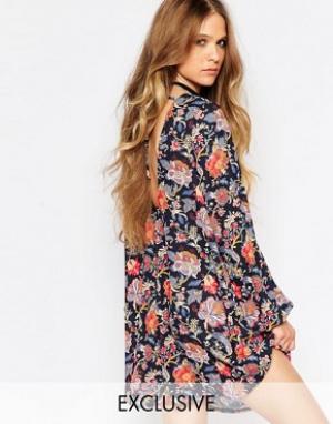 Reclaimed Vintage Платье-туника с цветочным принтом, длинными рукавами и завязками сзади. Цвет: черный