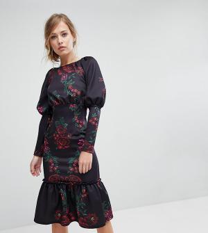 True Violet Платье миди с длинными рукавами и оборкой по краю. Цвет: мульти
