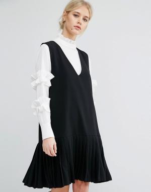 Zacro Цельнокройное платье без рукавов со складками на подоле. Цвет: черный