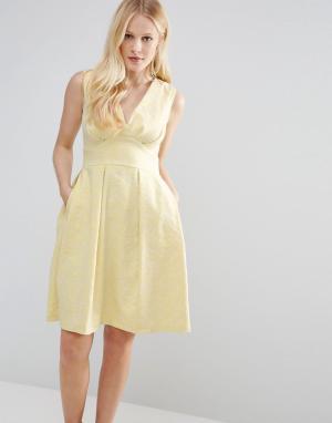 Closet London Жаккардовое платье с V-образным вырезом - Желтый 5448054