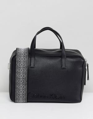 Calvin Klein Сумка дафл с широким ремешком. Цвет: черный