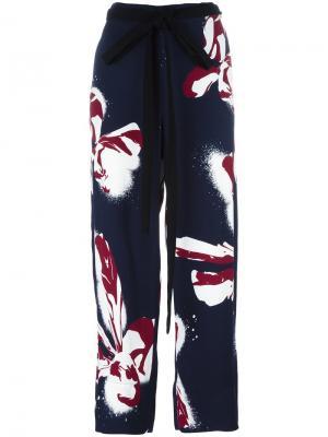 Широкие брюки с цветочным принтом Cédric Charlier. Цвет: синий