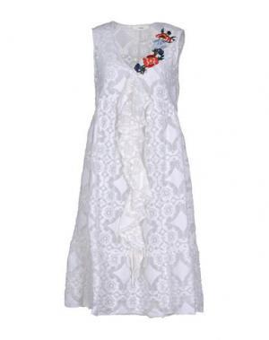 Платье длиной 3/4 SUOLI. Цвет: белый