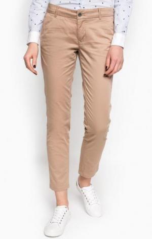 Бежевые брюки чиносы Hilfiger Denim. Цвет: бежевый