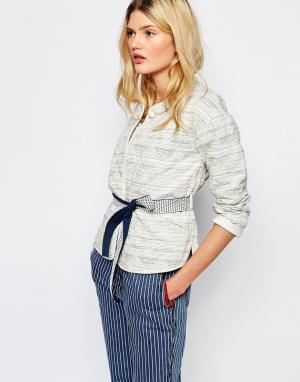 Sessun Стеганая куртка в полоску с поясом. Цвет: кремовый
