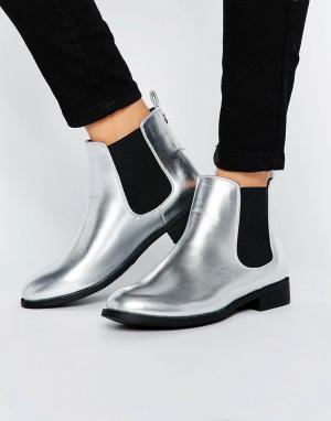 Park Lane Ботинки челси на плоской подошве с эффектом металлик. Цвет: серебряный