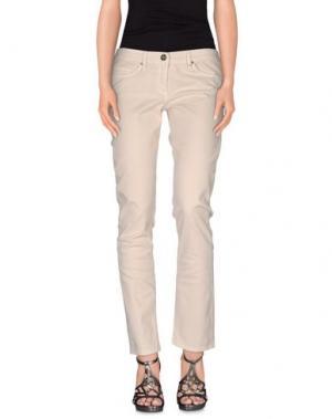 Джинсовые брюки ELISABETTA FRANCHI JEANS. Цвет: слоновая кость