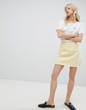 Urban Bliss Состаренная джинсовая юбка. Цвет: желтый