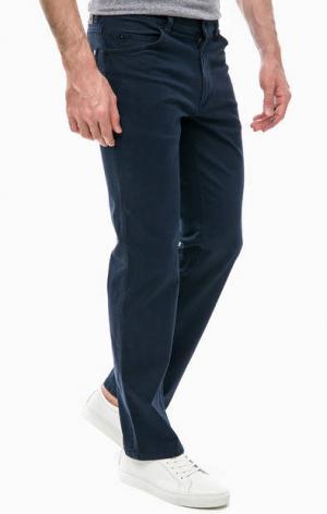 Синие хлопковые брюки с пятью карманами Mustang. Цвет: синий