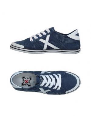 Низкие кеды и кроссовки MUNICH. Цвет: синий