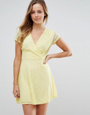 Wal G Короткое приталенное платье. Цвет: желтый