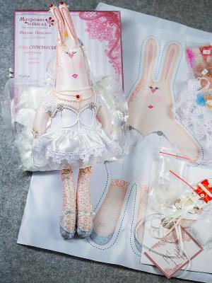 Набор для шитья и вышивания текстильная игрушка Зайка Анфиса-невеста Матренин Посад. Цвет: белый