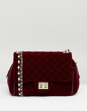 Marc B Бархатная сумка через плечо с жемчужной отделкой Knightsbridge. Цвет: красный
