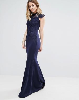 Club L Платье макси с высоким воротом, вязаным крючком кружевом и шлейфом Clu. Цвет: темно-синий