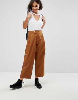 ASOS Светло-коричневые укороченные брюки с молниями DAPHNE. Цвет: рыжий