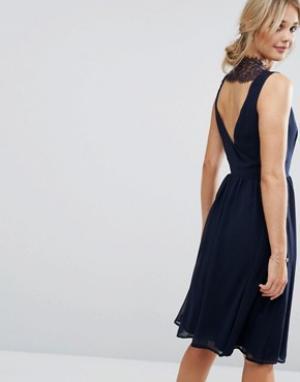 Elise Ryan Короткое приталенное платье с кружевной вставкой сзади. Цвет: темно-синий