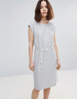 Soaked in Luxury Короткое приталенное платье в полоску с поясом. Цвет: серый