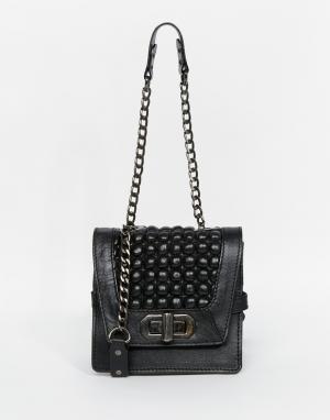 Becksondergaard Кожаная сумка с фактурной вставкой и ремешком‑цепочка. Цвет: черный