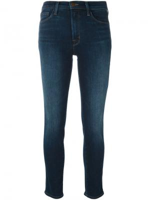 Укороченные джинсы кроя скинни J Brand. Цвет: синий