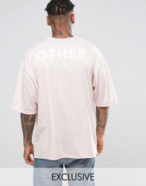 Other UK Oversize-футболка с принтом на спине. Цвет: розовый