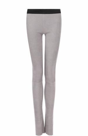 Кожаные брюки-скинни DROMe. Цвет: светло-серый