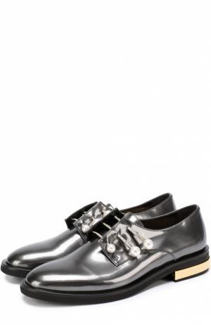 Лаковые ботинки с декорированными булавками Coliac. Цвет: серебряный