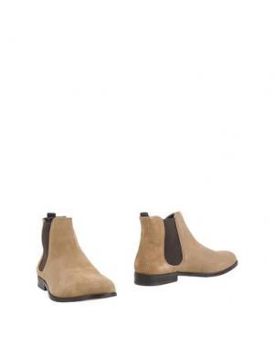 Полусапоги и высокие ботинки ROYAL REPUBLIQ. Цвет: песочный