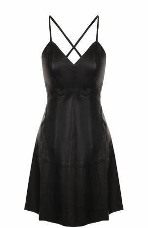 Кожаное мини-платье с открытой спиной Alice + Olivia. Цвет: черный