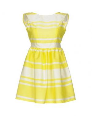 Короткое платье GUTTHA. Цвет: желтый