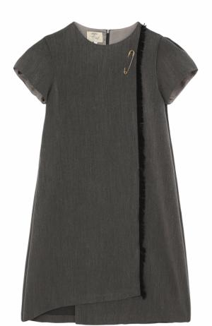 Мини-платье А-силуэта ассиметричного кроя с булавкой и бахромой Caf. Цвет: серый