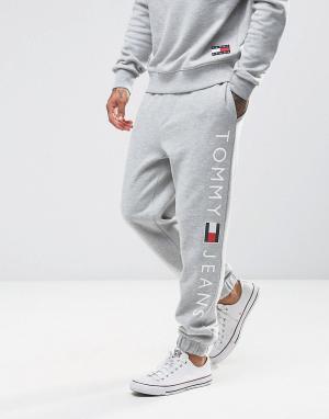 Tommy Jeans Серые спортивные штаны классического кроя с логотипом. Цвет: серый
