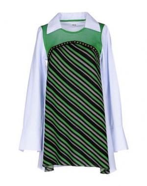 Короткое платье AKEP. Цвет: зеленый