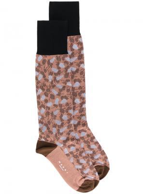 Носки с узором Marni. Цвет: коричневый